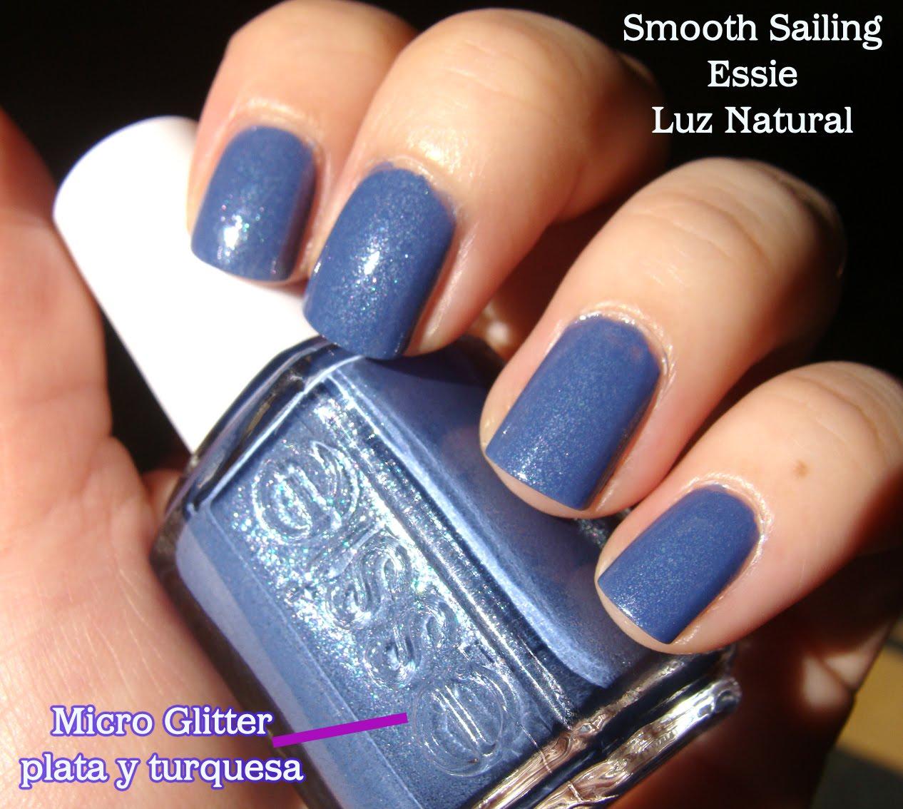Esmaltes de Julie: Smooth Sailing de Essie: azul lavanda