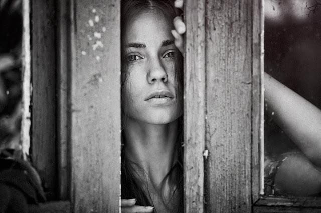 фотография девушки с глубоким взглядом