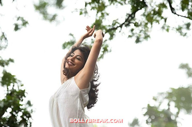 Chitrangada Singh underarm - Unseen Pics of Bollywood Actresses