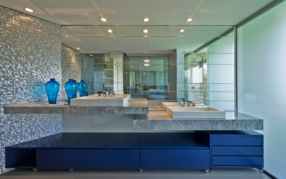 Decor Salteado  Blog de Decoração e Arquitetura  Banheiro roxo revestido co -> Decoracao De Banheiro Roxo