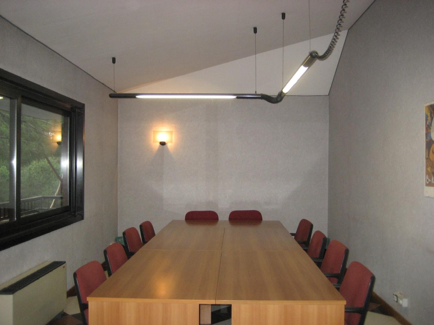 Uffici arredati uffici temporanei noleggia un ufficio al for Uffici arredati