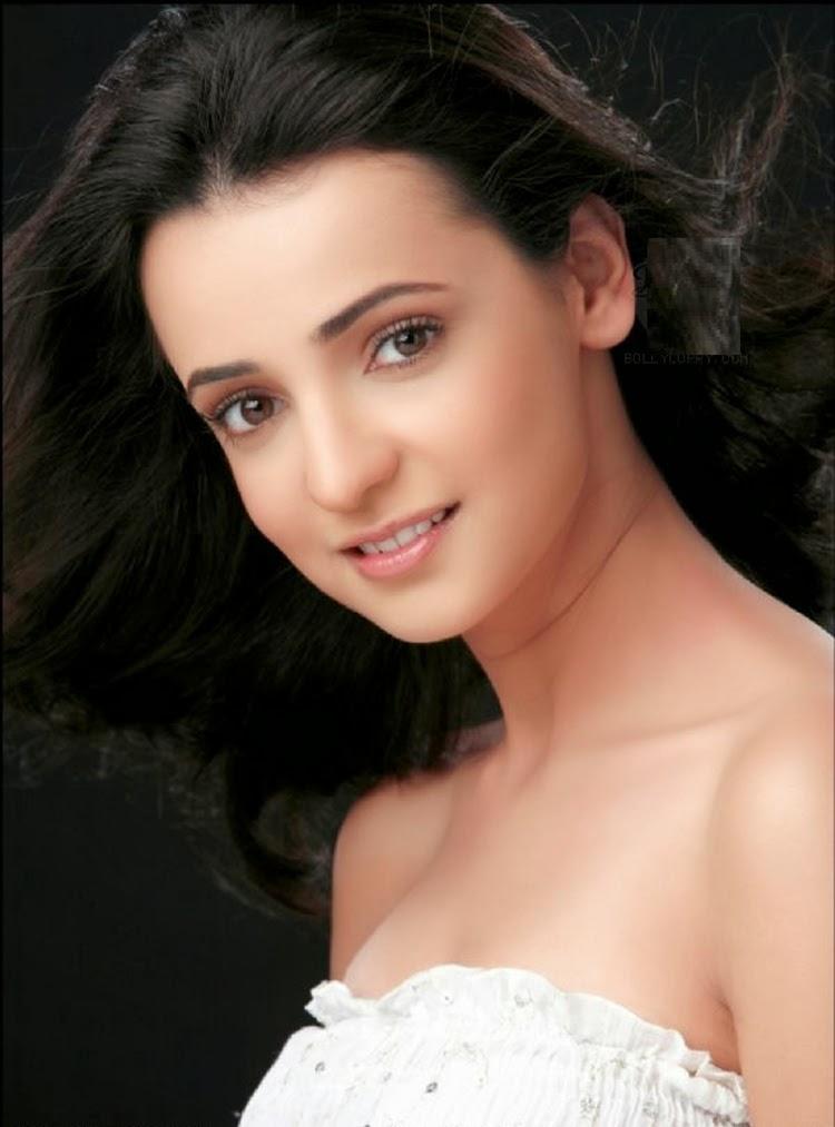 Sanaya Irani HD Images