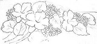 composição com hibiscos e margaridas