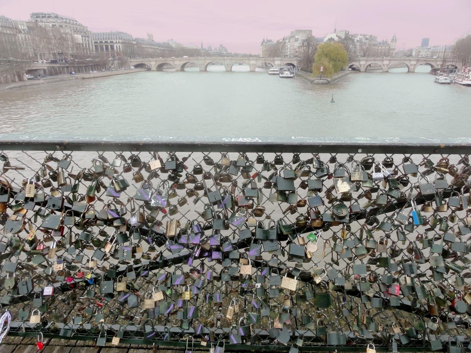 Bleu blanc rouge paris le pont des arts le pont des amoureux - Cadenas amoureux pont paris ...