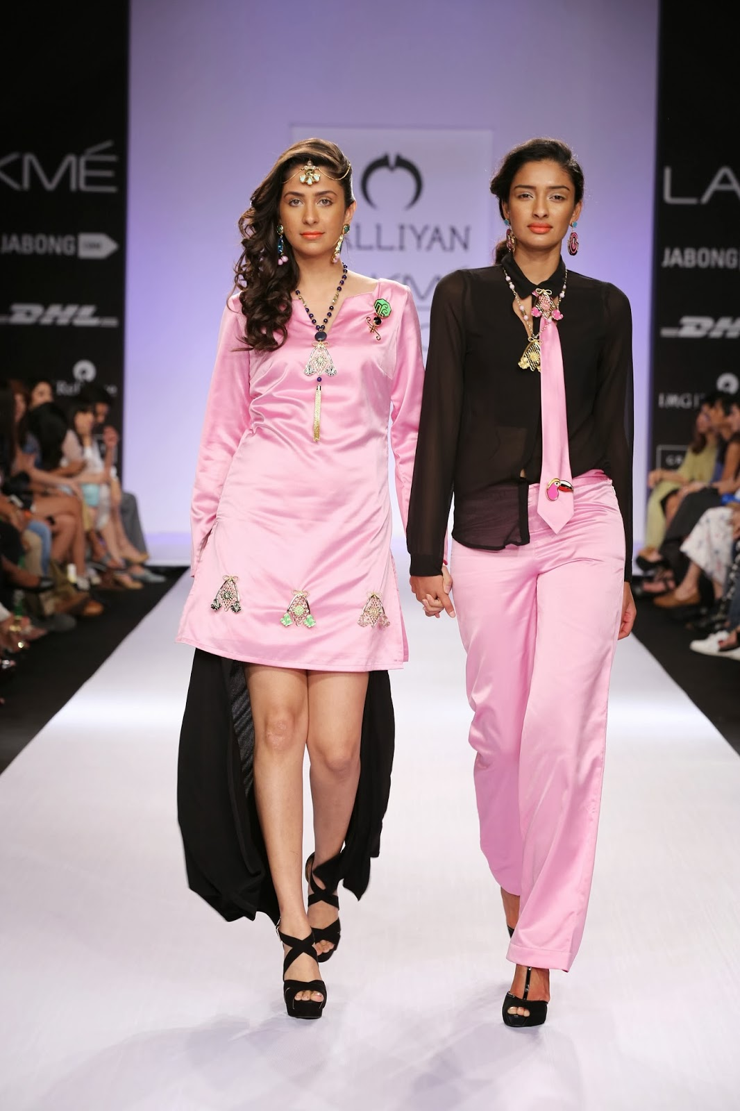 High shine satin and luxurious fabrics created an impact on the ramp, when unisex brooches were turned into medal necklaces, while ear cuffs, head gears and tassels were multi-functional accessories.