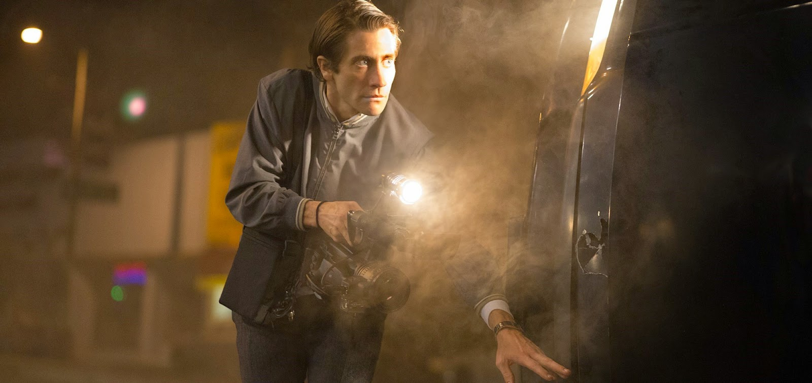 Jake Gyllenhaal persegue as notícias no segundo trailer do suspense Nightcrawler
