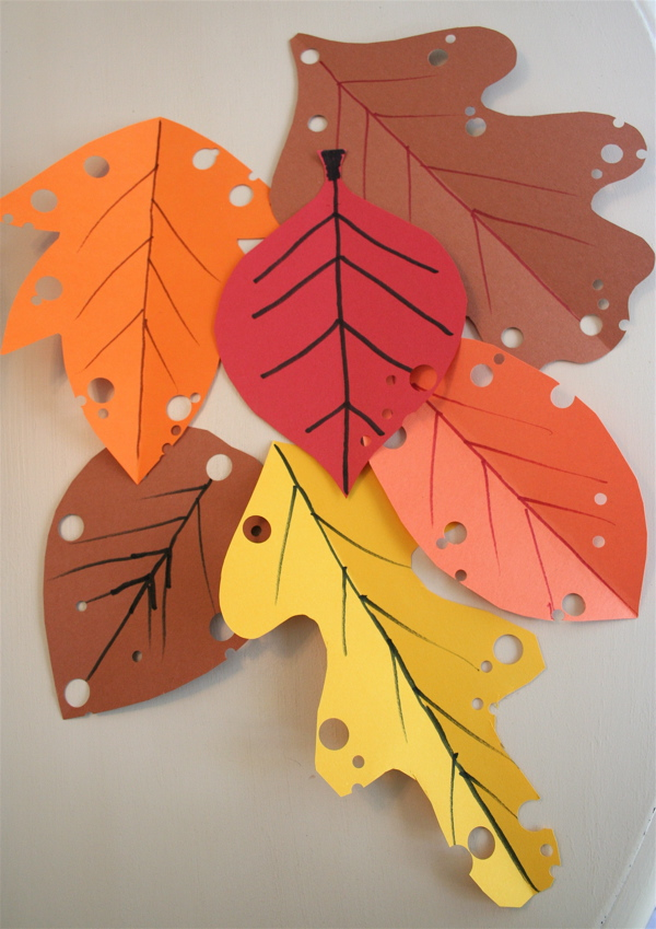 Leaf Shapes for Crafts http://mmmcrafts.blogspot.com/2011/10/easy-autumn-leaf-craft.html