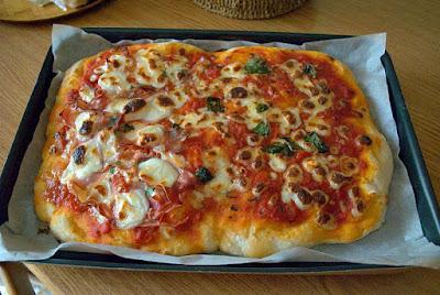 pizza soffice con lievito madre cuociamo a forno caldo