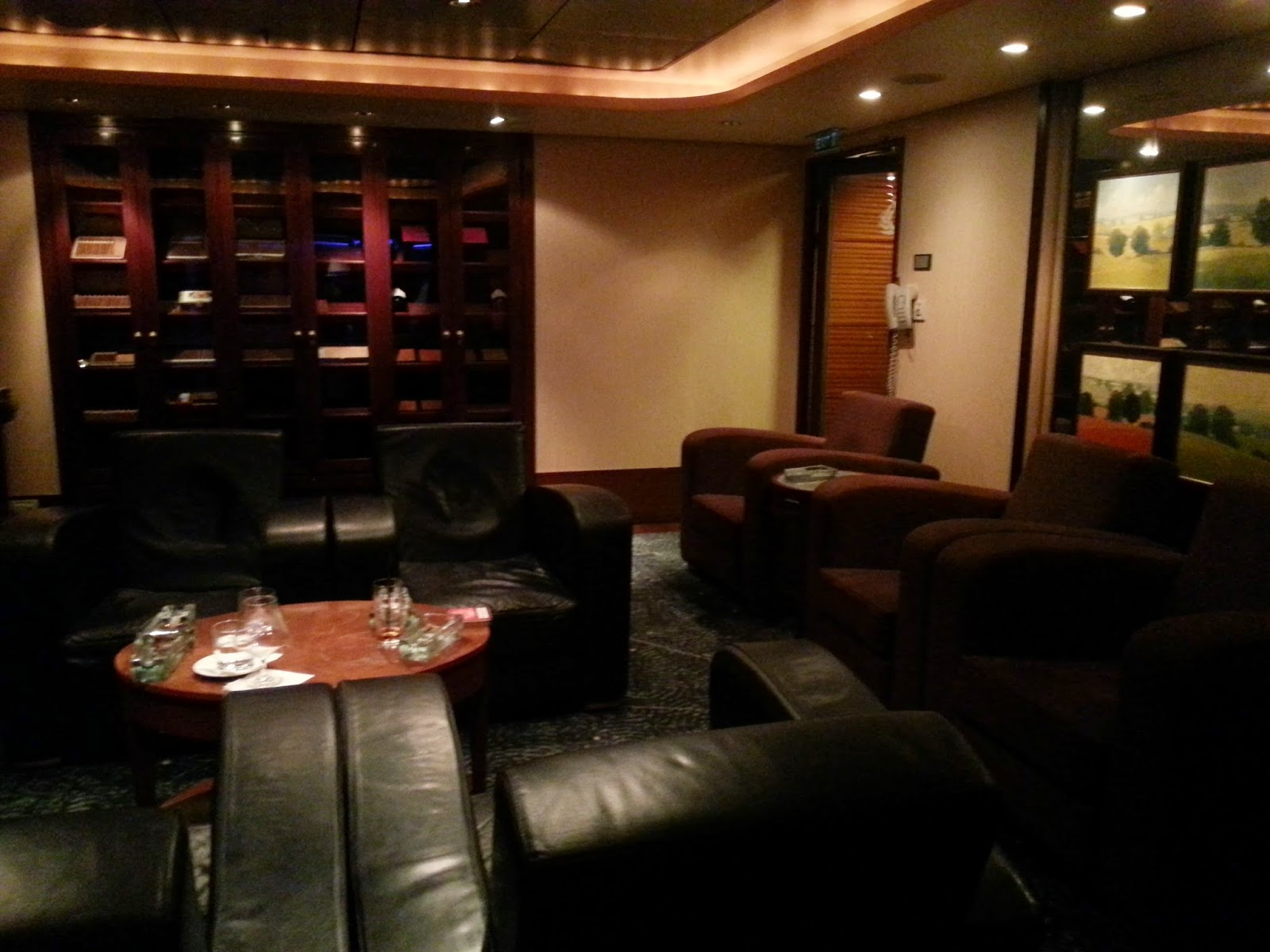 Queen Mary 2 (QM2) - Churchill's Cigar Lounge