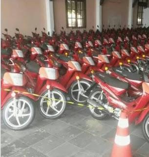 MOTOS%2BDOS%2Bacs Mais um município entrega motos para os ACS: