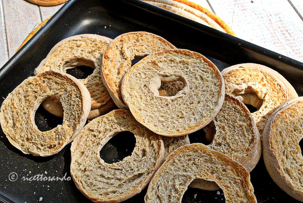 Friselle con lievito madre ricetta tradizionale di una variante del pane