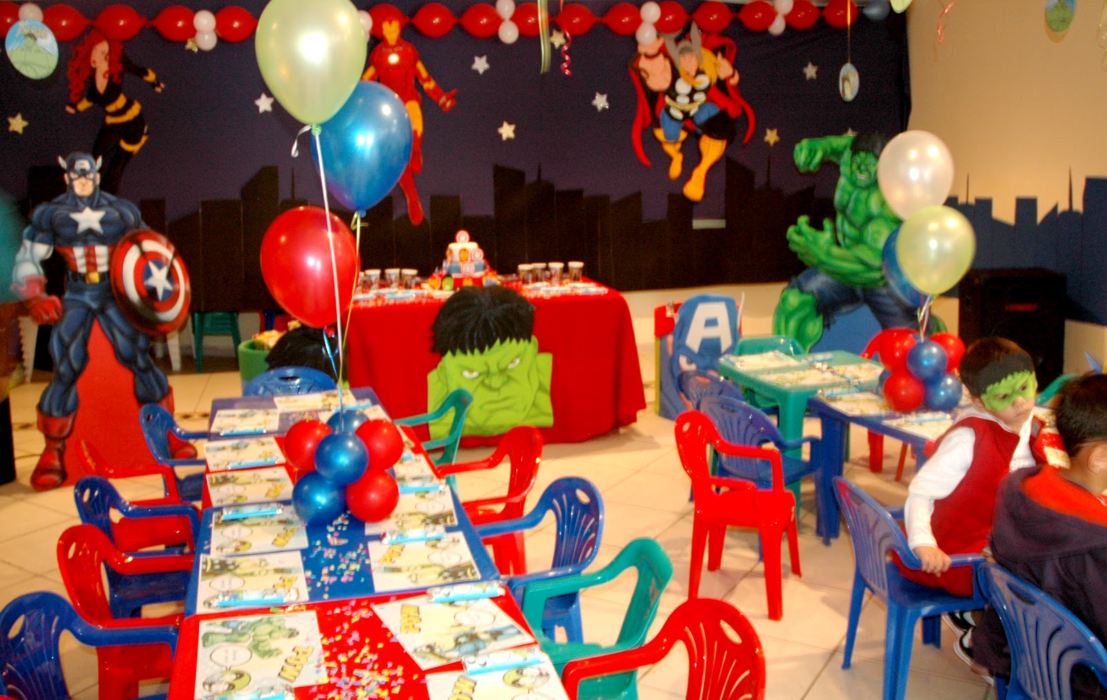 Fiesta infantil superheroe car interior design - Decoracion fiestas tematicas ...