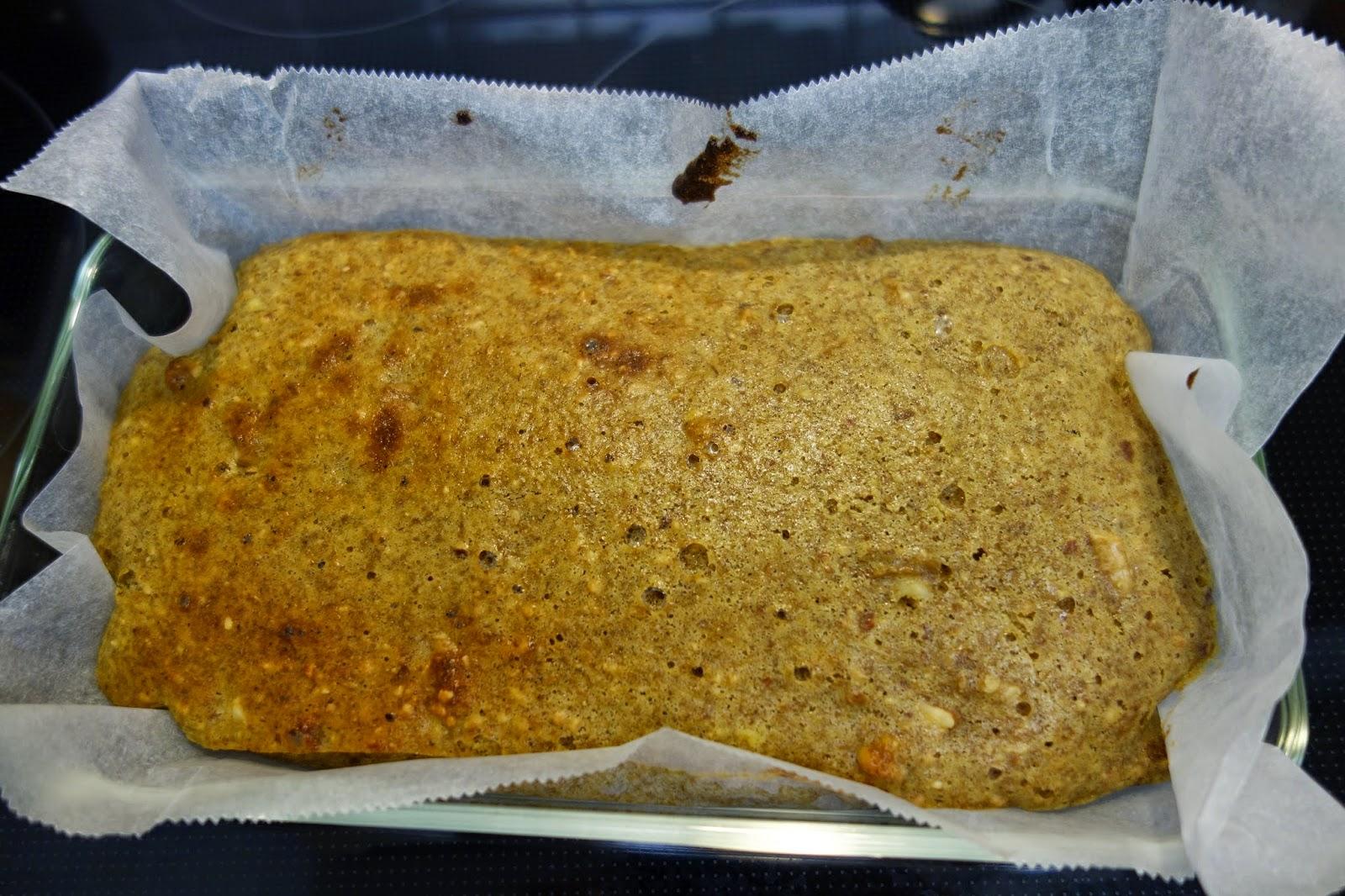 ダイエットに痩せるお菓子として、食物繊維たっぷり低糖質 アーモンドケーキはいかが? ふすまグルテン、ベーキングパウダーBP、とラカント、アーモンド、クルミ(胡桃)で作りました