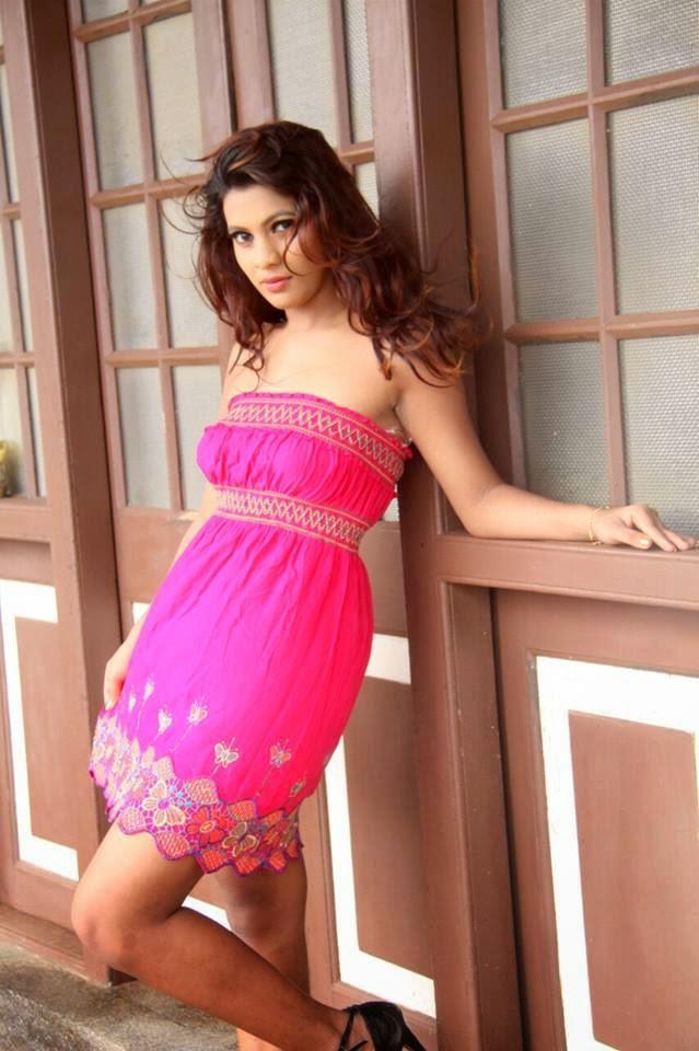 Hashini Madumanjali pink