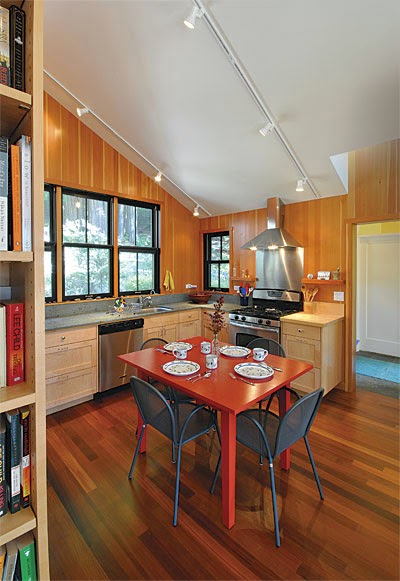 small scale homes 800 square foot home in the california redwoods. Black Bedroom Furniture Sets. Home Design Ideas