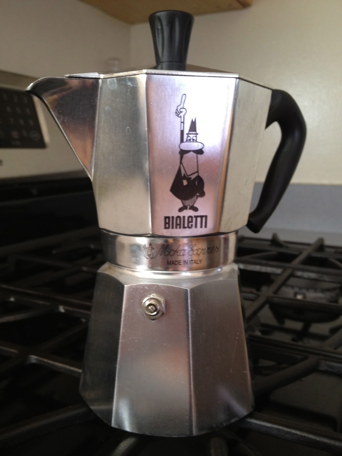 italy daydreaming bialetti espresso maker. Black Bedroom Furniture Sets. Home Design Ideas
