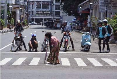 TAAT PERATURAN - Renungan Harian Maranatha