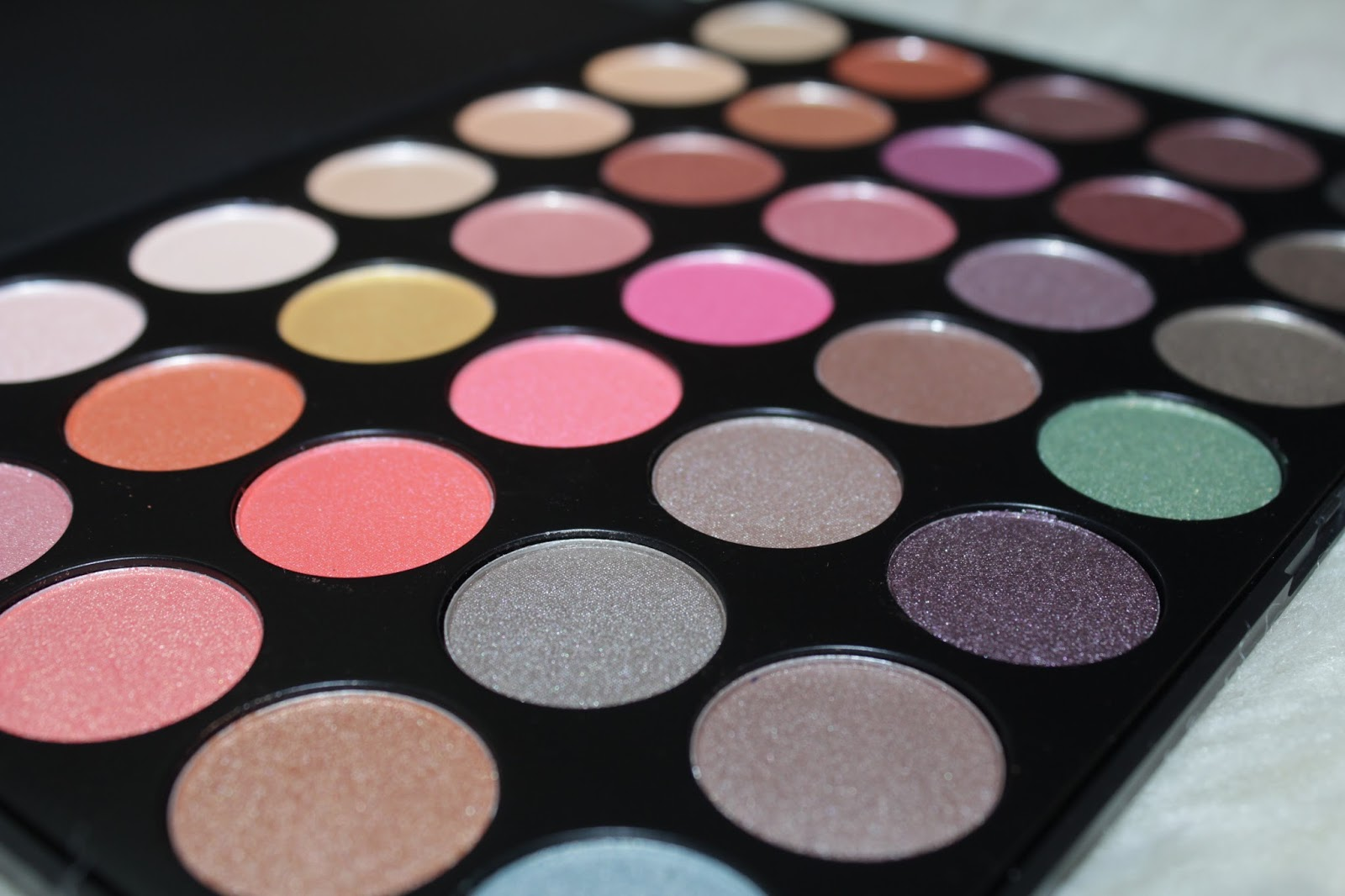 Diary Of A Makeup Geek Blog: Morphe Brushes Its Bling 35E Eyeshadow Palette   Review/Swatches
