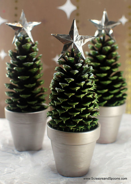 http://thediydreamer.com/from-dream-to-reality/10-pine-cone-and-christmas-tree-crafts/