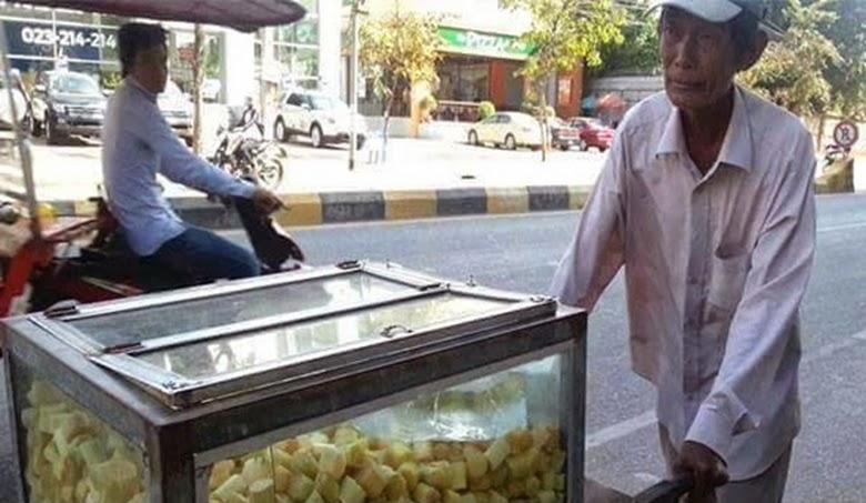 Kisah Pilu Sang Kakek Penjual Tebu di Kamboja
