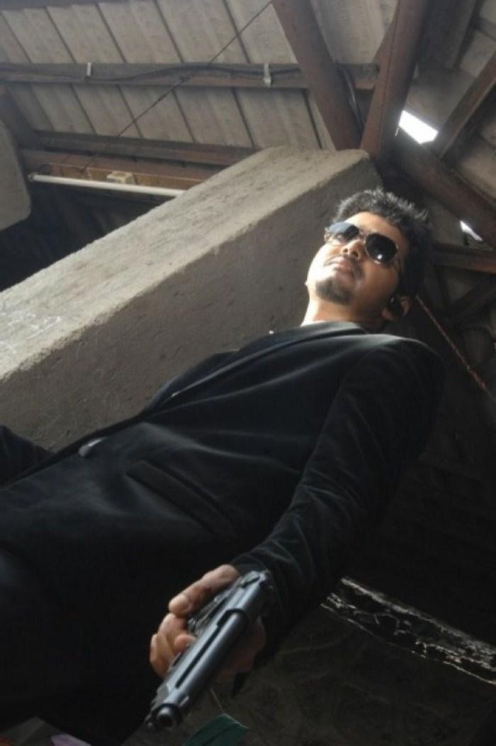 Thuppaki Vijay ... Gun Taml
