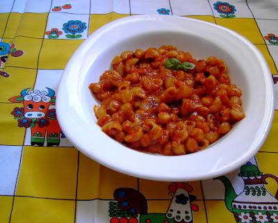 Pasta y garbanzos con tomate