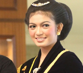 Foto Selvi Ananda Putri Solo 2009