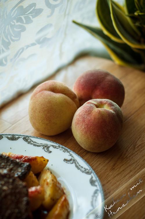Taubenbrüste mit Pfirsichen