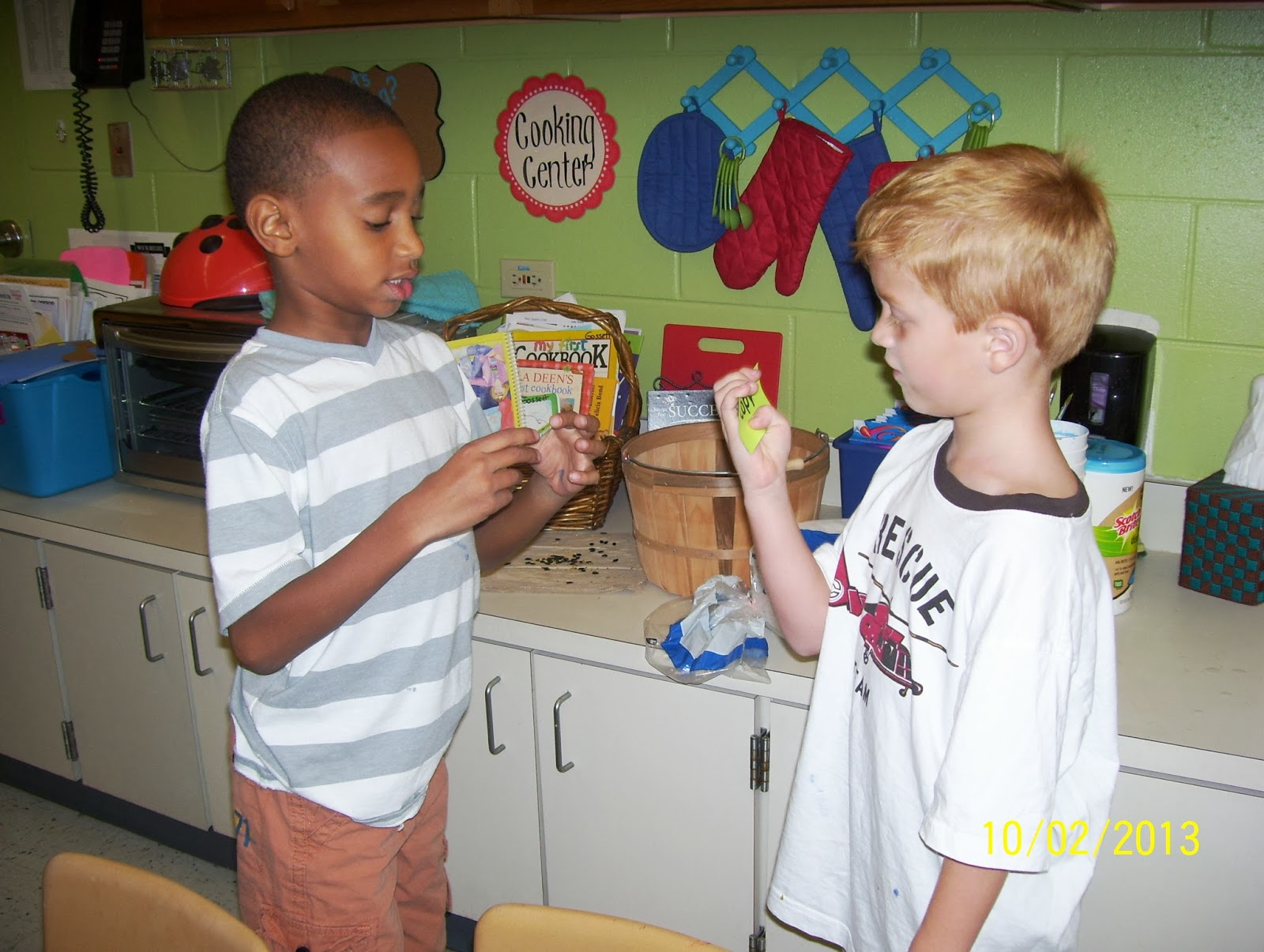 These Students Are Quizzing Each Other On Words From This Week S Spelling List Quiz Trade Is A Kagan Structure Used By Teachers To Increase Student