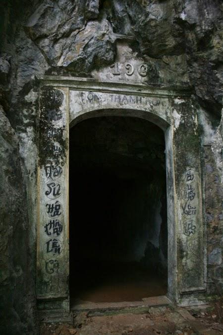 Hang Thánh Hóa nơi phát hiện kho xương khổng lồ.
