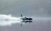 imagen de la lancha pilotada por donald campbell