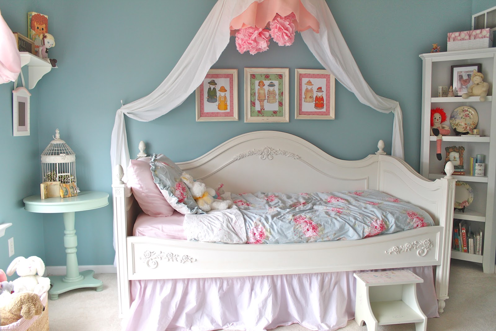 Shabby chic bedroom reveal for Shabby chic bedroom colors