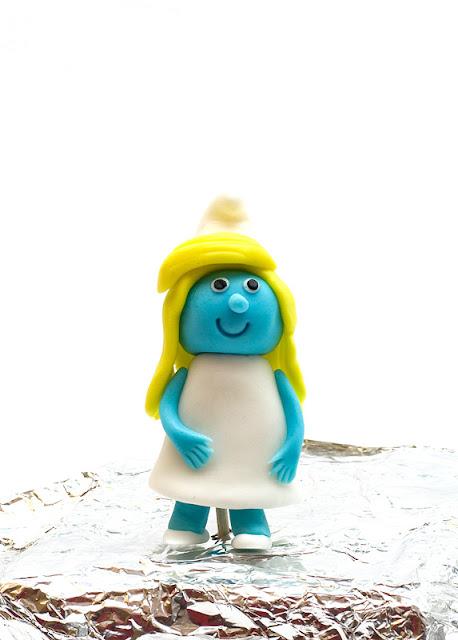 Smurfs fondant figurine Smrketa iz sladkorne mase za torto