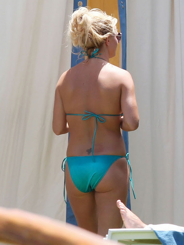 She well britney spears butt bikini them!!! www.staffordshirevaleting