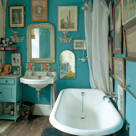 absolutely beautiful things: Dishevelled Bathroom