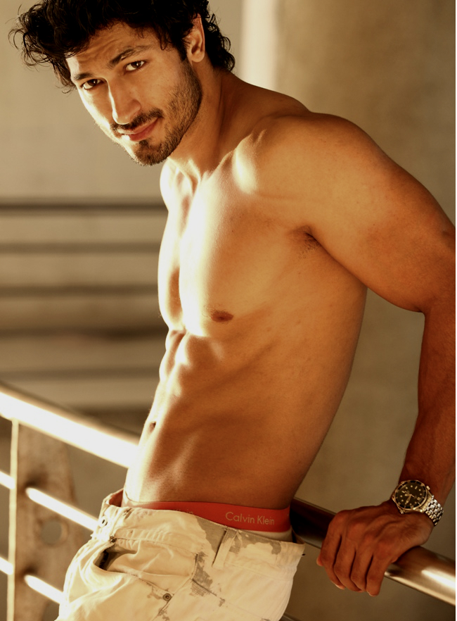 Shirtless South Asian Men: Hottie Vidyut Jamwal
