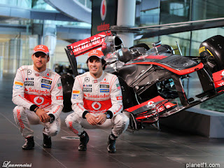 Mobil-McLaren-MP428-launch-F1-2013_3