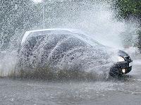 Tindakan Ceroboh menerobos Genangan Air dengan Kecepatan Tinggi