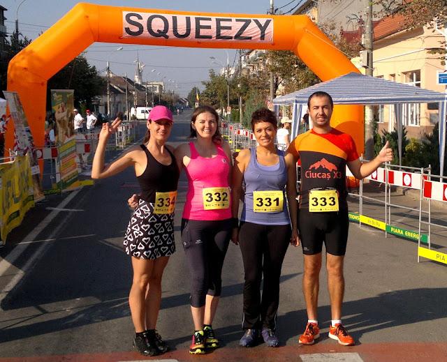 Alergător şi maseur la Maratonul Târnavei, alături de Supermămici Alergătoare. Din Timişoara la Târnăveni, 29 August 2015. Grup 01