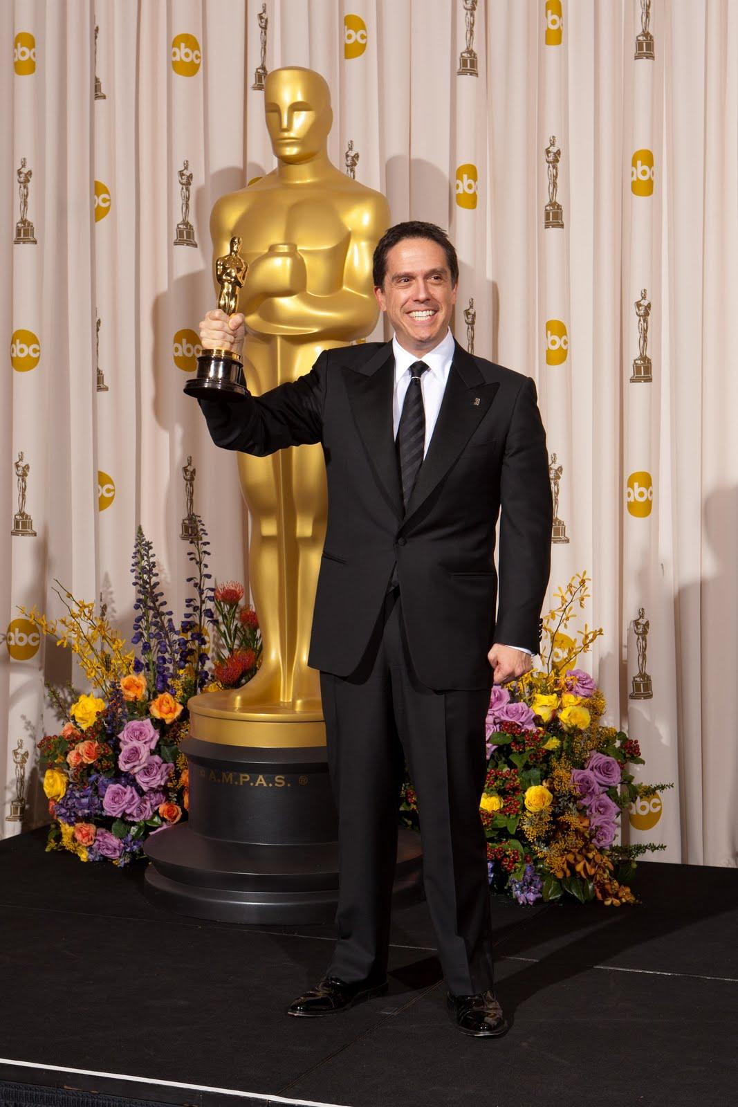 http://3.bp.blogspot.com/-ms7VpF7oFG8/TWvHF7ZKoTI/AAAAAAAAFME/GyMZsfw9V6k/s1600/Lee_Unkrich_83rd_Oscars_pressroom.jpg
