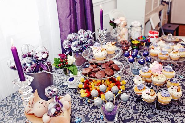 table à desserts violette