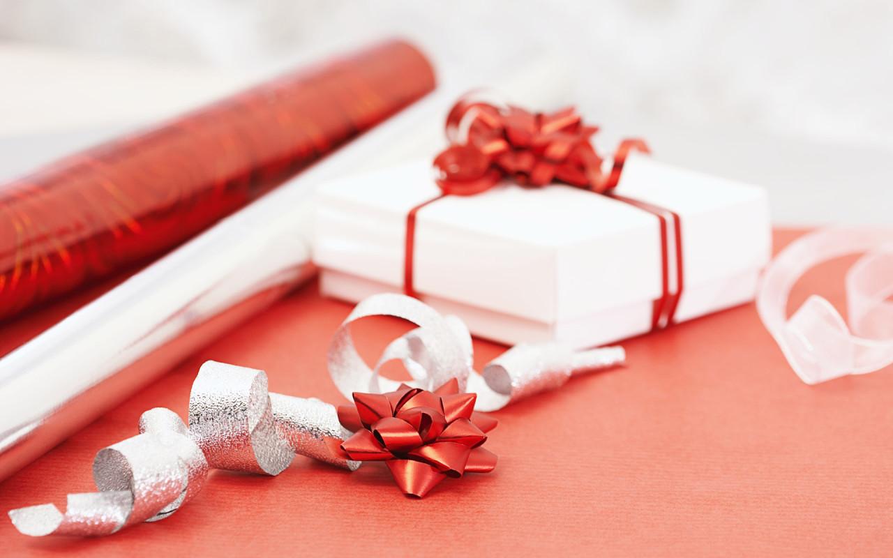 Подарить девушке подарок без денег