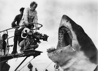 http://3.bp.blogspot.com/-msdKXxdyDgE/T6V3P4W6f-I/AAAAAAAAAWg/4NLjJq1q3lA/s1600/jaws+production+still+making+of+steven+spielberg+camera.jpg