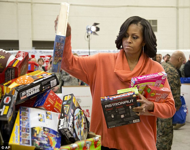 True news usa cheer up mooo chelle obama it s christmas first lady