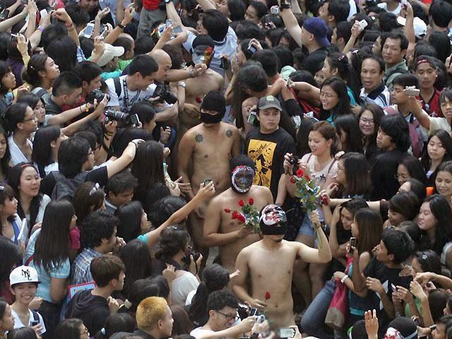 http://selongkar10.blogspot.com/2014/02/10-festival-tanpa-pakaian-terkenal-di.html