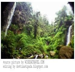 Coban Watu Ondo merupakan sebuah air terjun eksotik yang berada di Dusun sendi, Desa Pacet, Kecamatan Pacet, Kabupaten Mojokerto, Propinsi Jawa Timur atau lebih tepatnya berada dalam kawasan komplek Taman Hutan Rakyat (Tahura) Raden Soerjo di lereng Gunung Welirang . Air terjun ini berada dalam satu komplek yang sama dengan 3 air terjun lainnya yaitu : Air Terjun Gumandan di Pasuruan, Air Terjun Puthuk Kursi / Cuban Cangar, dan Air Terjun Kembar tretes di jombang. Air terjun yang masih asri tampak sangat indah didampingi perbukitan hijau. Letaknya yang berada di kawasan pegunungan (di gunung anjasmara) menjadikan tempat ini berhawa sejuk, suasana pegunungan membawa kesan damai bagi pengunjung yang ingin melepas kejenuhan dan stres akibat padatnya aktivitas sehari hari, selain itu pemandangan di lokasi ini sangat asri sehingga sangat ideal di jadikan 'objek foto untu kenang kenangan atau untuk dibagikan ke teman teman di media sosial. maka dari itu anda akan rugi jika anda tidak mengunjungi tempat wisata ini.   Sedangkan Nama Watu Ondo itu sendiri diambil dikarenakan pada sepanjang jalan turunan menuju lokasi air terjun coban watu ondo berupa anak tangga yang terbuat dari batu-batu yang disusun (ondo watu / watu ondo dalam bahasa jawa) dan  Air terjun ini juga biasa disebut dengan nama lain Coban Kembar Dinamakan air terjun Kembar dikarenakan dalam satu lokasi air terjun ini terdapat dua air terjun yang berada berdekatkan namun mempunyai ketinggian yang berbeda, air terjun yang berada di sebelah memiliki ketinggian ± 15 m dari dasar air terjundengan kemiringan sekitar 75 derajat dan berkarateristik air terjun berundak, sedangkan air terjun yang berada di sebelah memiliki ketinggian ± 69 m dari dasar air terjun. Kedua air terjun ini berasal dari sumber mata air yang berbeda. namun akhirnya aliran air kedua air terjun itu bertemu saat terjun turun ke sebuah telaga di kaki air terjun tersebut.  Akses menuju tempat wisata air Coban Watu Ondo ini cukup mudah ada jalan ray