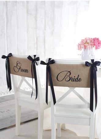 Decoraci n de sillas con arpillera for Sillas para novios