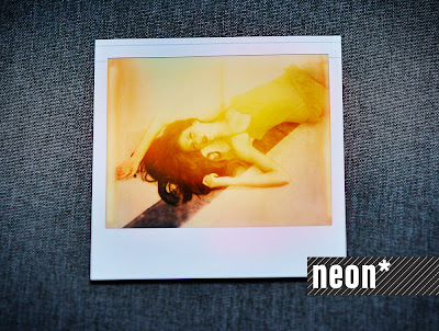 neon-fotografie-impossible-polaroid