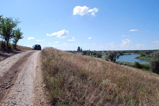 Дорога к храму. Пелагеевка, 2013 г.