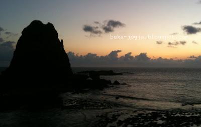pantai pok tunggal, lukisan pantai, gambar pemandangan, keindahan pantai, papuma, pantai cenang chalet, pantai di jogja, pantai papuma, pantai pink, pantai losari, tanjung papuma
